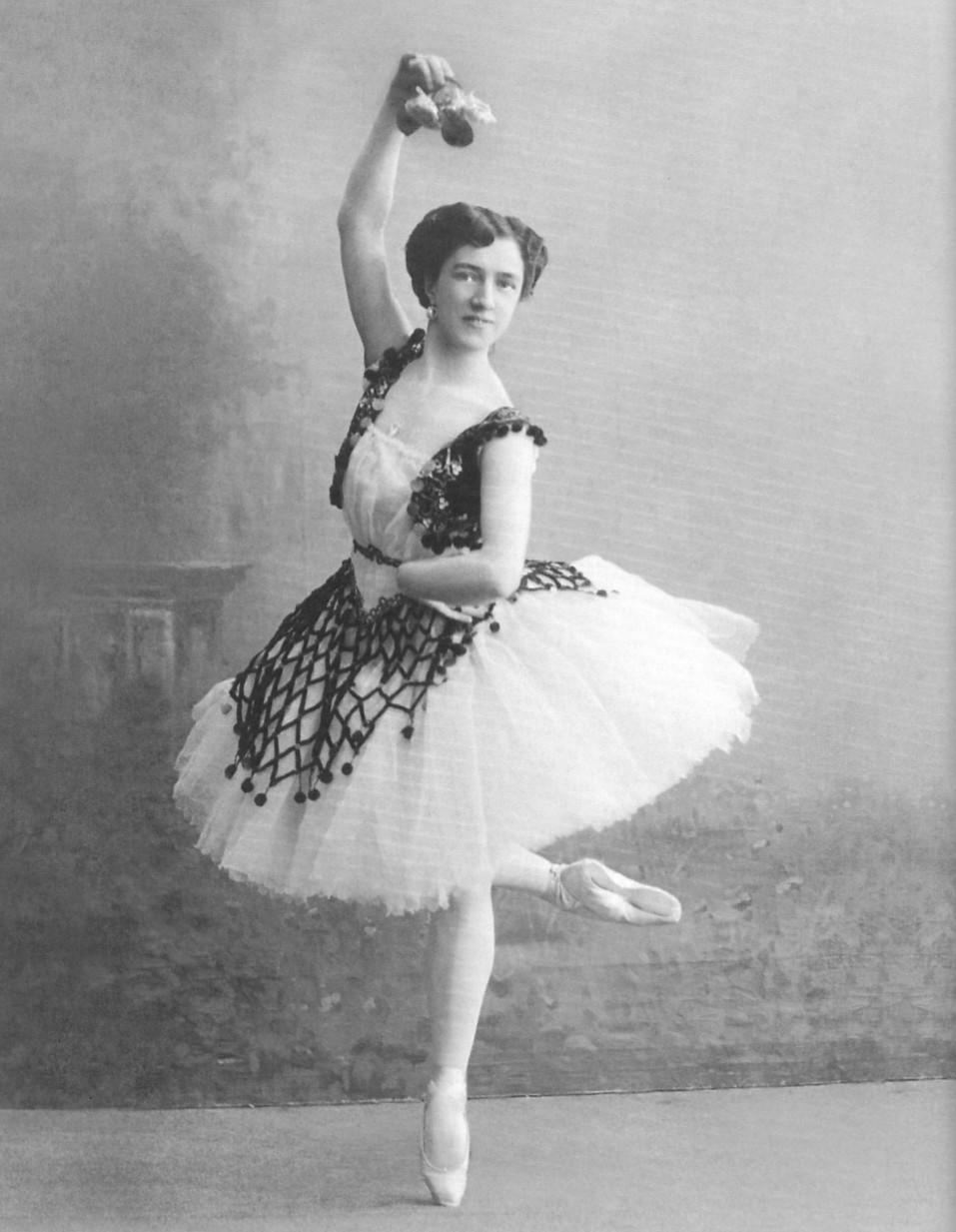 Agrippina_Vaganova_-Esmeralda_1910